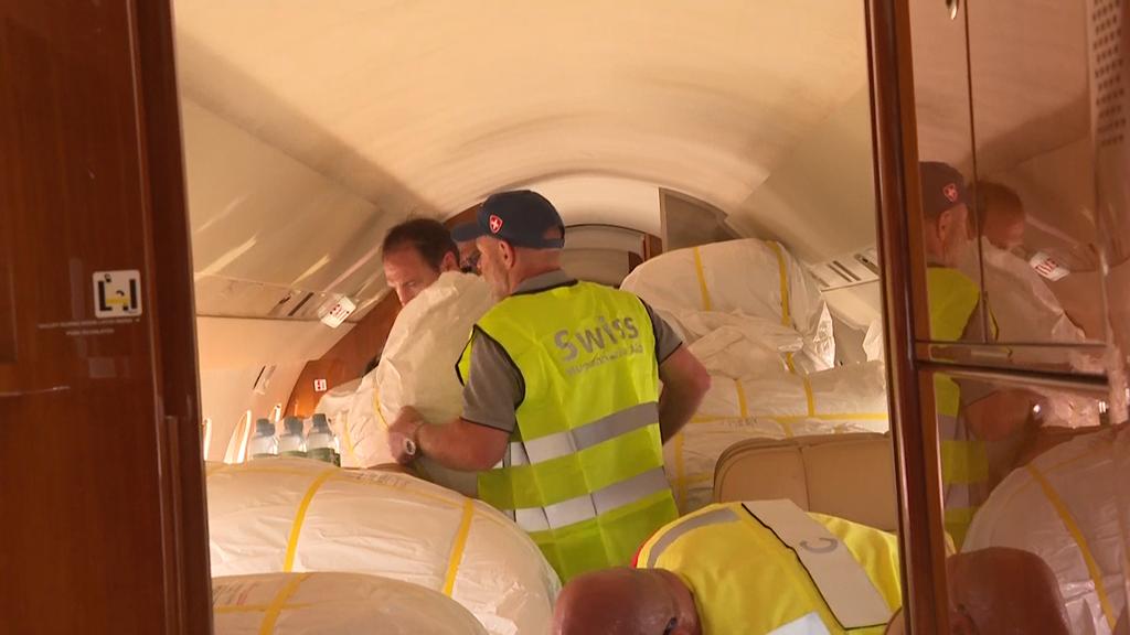Gefüllter Bundesratsjet: Schweiz schickt 1.2 Tonnen Hilfsgüter nach Lesbos