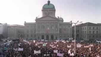 Frauen-Kandidaturen bewegen das Land: 1993 demonstrierten Tausende gegen die Nicht-Wahl von Christiane Brunner.