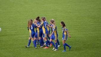 Die Frauen des SC Derendingen freuen sich über ihren Sieg in der Westschweiz.