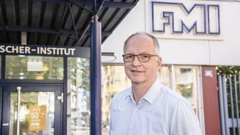 «Der visionäre Geist herrscht hier noch immer», sagt Dirk Schübeler vor dem Instituts-Eingang an der Maulbeerstrasse.