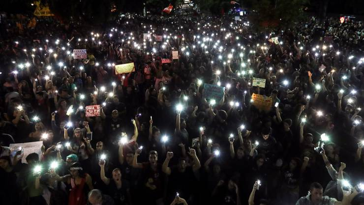 In Brasilien sind Zehntausende am Mittwoch auf die Strasse gegangen, um gegen die Bildungspolitik des derzeitigen Präsidenten zu protestieren.