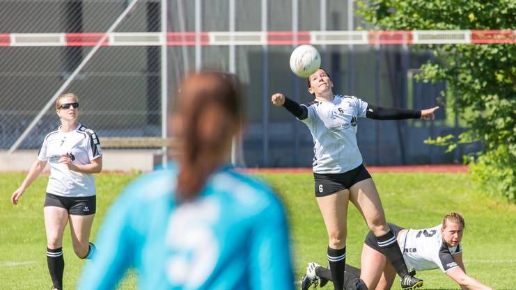 Die Frauen des STV Oberentfelden-Amsteg um Captain Sabrina Siegenthaler gewinnen zwei von drei Partien am zweiten NLA-Spieltag.