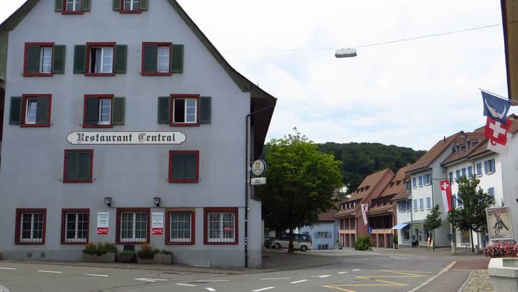 Die Strasse durch den Dorfkern von Frenkendorf