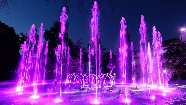Am Samstagabend konnte man das Wasserspiel auf der Lätschwiese beim Stadthaus ein erstes Mal bestaunen.