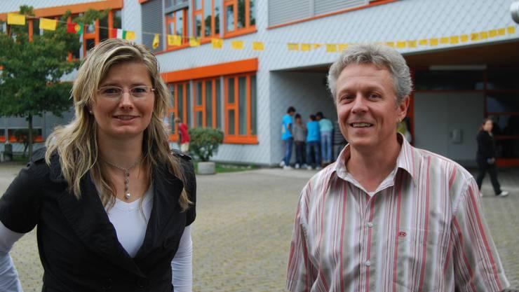 Zwei erfahrene Sozialpädagogen Esther Fischer und Christoph Moser bauen an der 1200 Schüler umfassenden Schule Bremgarten die Schulsozialarbeit auf. SL