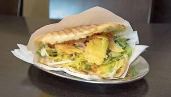 Heller als sein Bruder, vegetarisch, aber genauso saftig-knusprig. Der Käse-Kebab, hergestellt ohne tierisches Lab.