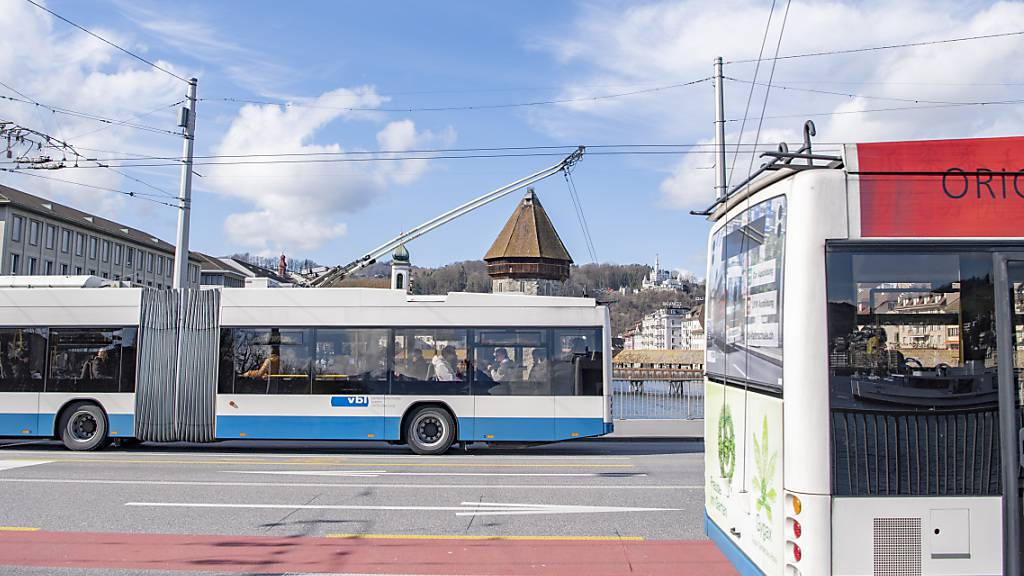 Die Verkehrsbetriebe Luzern (VBL) sind im Visier der Justiz. (Archivaufnahme)
