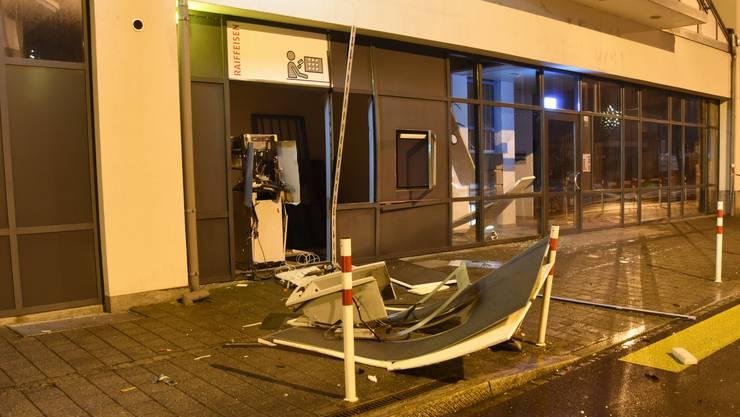 Am Automaten und dem angrenzenden Gebäude entstand Sachschaden in der Höhe von rund 100'000 Franken.