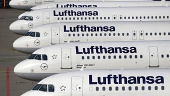 Beim Lufthansa-Konzern, zu dem neben der Lufthansa auch die Fluggesellschaften Swiss und Austrian gehören, sind im laufenden Jahr bereits 18'000 Flüge gestrichen worden. (Archivbild)