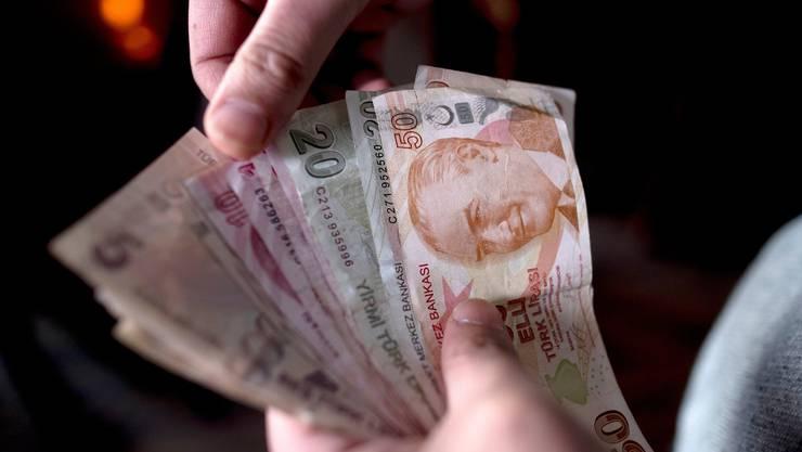 Trotz Sanktionen legte die türkische Lira am Dienstag gegenüber dem Sollar leicht zu.