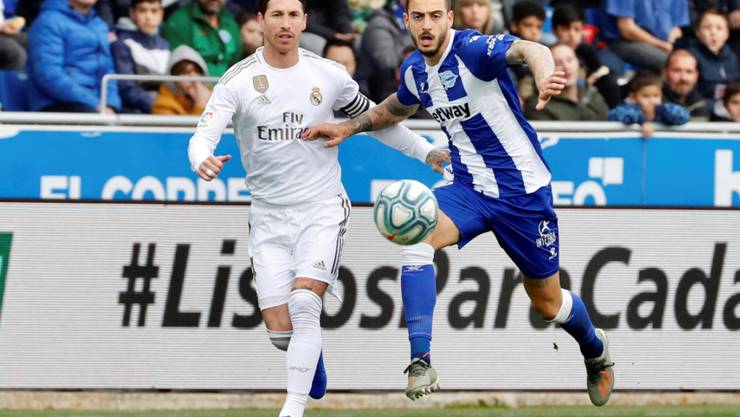 Sergio Ramos (links), hier gegen Joselu von Alaves, war der Protagonist bei Reals Sieg im Baskenland