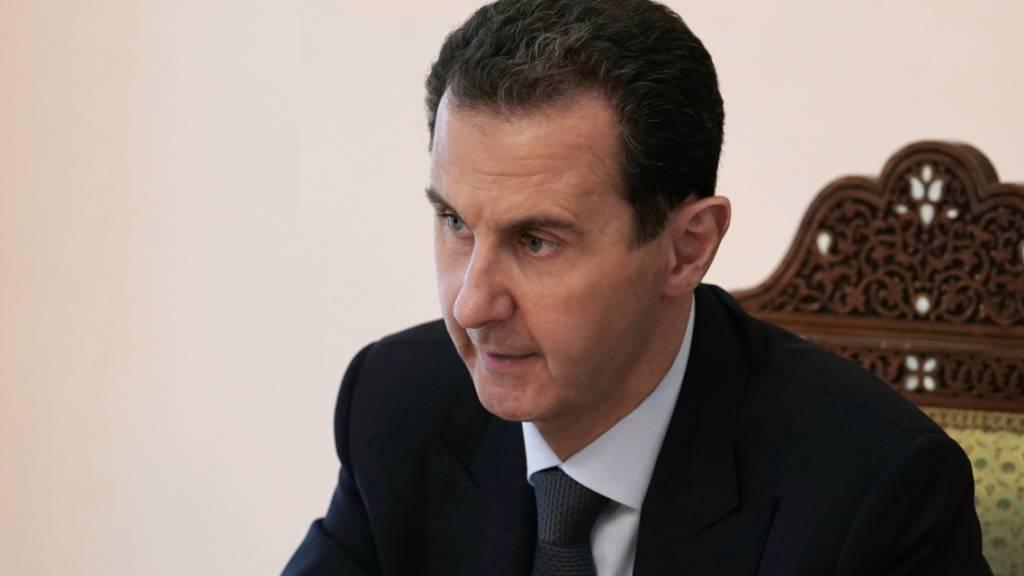 HANDOUT - Baschar al-Assad, Präsident von Syrien, nimmt an einem Treffen der Baath-Partei teil. Foto: -/SANA/dpa - ACHTUNG: Nur zur redaktionellen Verwendung und nur mit vollständiger Nennung des vorstehenden Credits