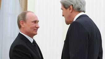 Russlands Präsident Putin (l) und US-Aussenminister Kerry in Moskau