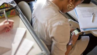Teenager in den USA verschicken immer mehr SMS (Symbolbild)