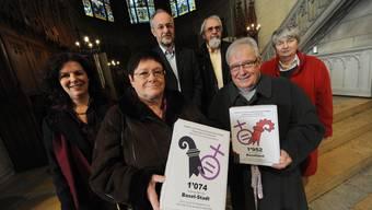 Die römisch-katholischen Kirchen beider Basel wurden mit dem Herbert Haag-Preis ausgezeichnet, weil sie die Gleichstellungsinitiative angenommen hatten. Im Januar reichten Anita Lachenmeier (von links), Sylvia Debrunner, Oswald Inglin, Matthys Klemm, Christoph Gysin und Lisbeth Bieger die 2900 Unterschriften der beiden Gleichstellungsinitiativen ein.