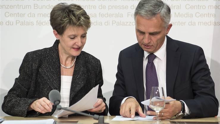 Die Arbeit ist nach dem EU-Gipfel zu Grossbritannien für Bundesrätin Simonetta Sommaruga und Bundesrat Didier Burkhalter nicht einfacher geworden.