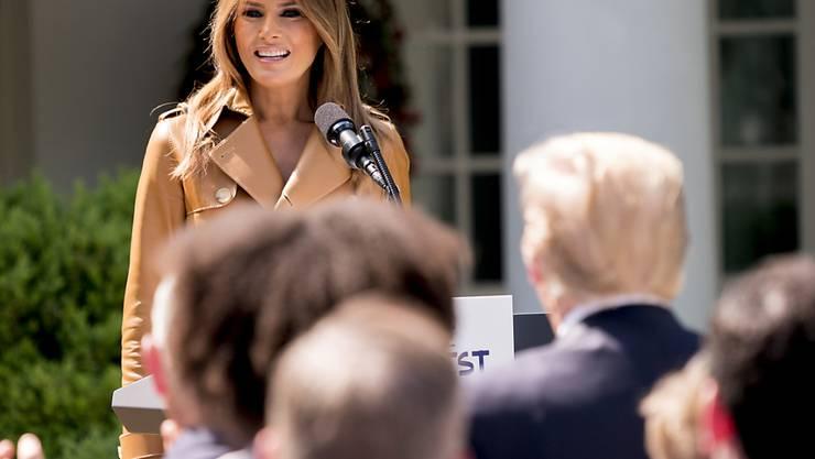 Die US-First Lady Melania Trump gibt Kindern Tipps im Umgang mit sozialen Medien. In der ersten Reihe im Publikum: Präsident Donald Trump.