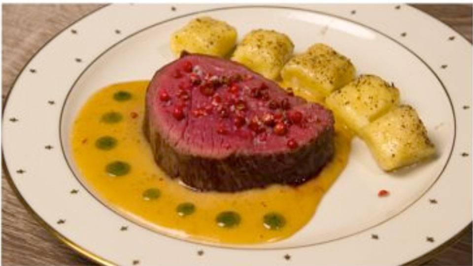 Rindsfilet an weisser Portweinsauce mit rotem Pfeffer