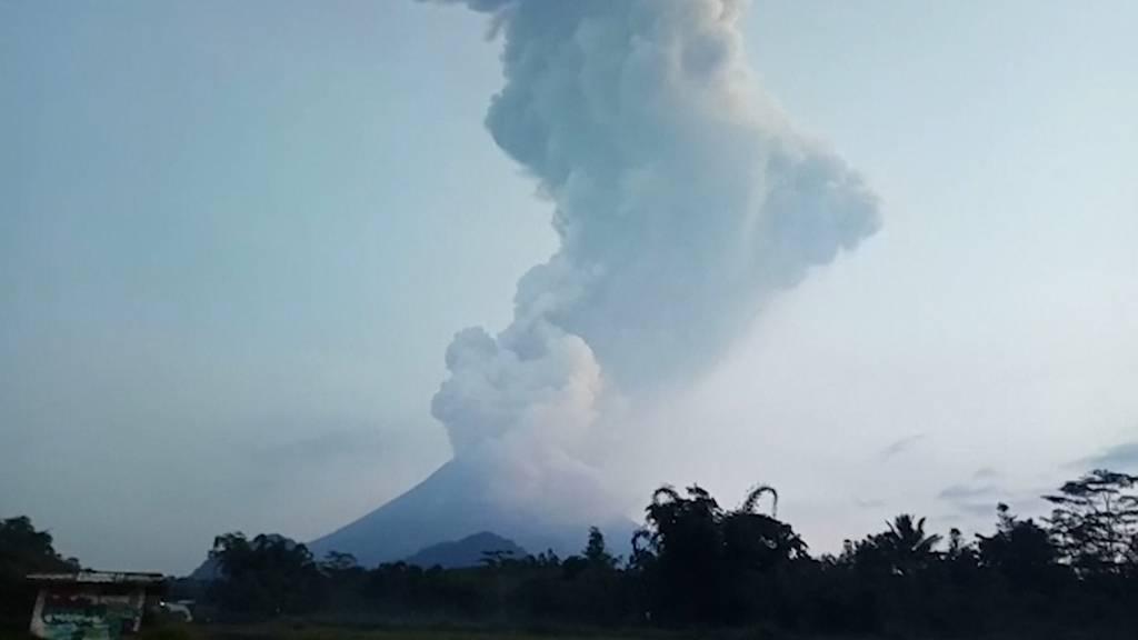 Vulkan spuckt Asche sechs Kilometer hoch