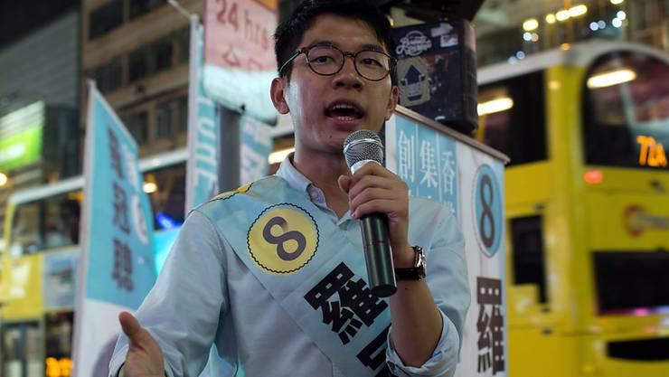 Der 23-jährige Nathan Law, einer der Anführer der pro-demokratischen Massenproteste in Hongkong von 2014, ist nach Teilergebnissen in den Legislativrat gewählt worden.