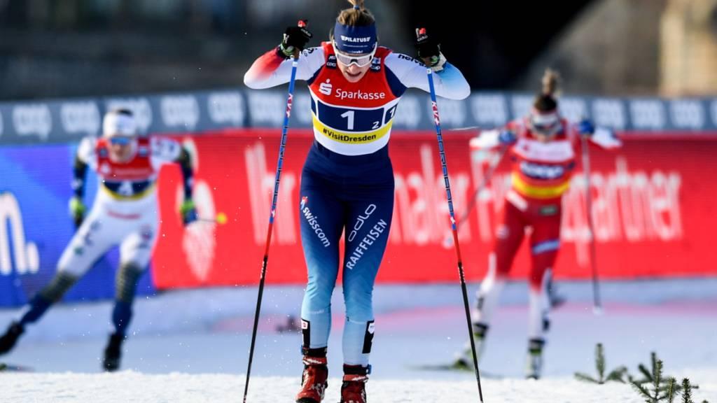 Nadine Fähndrich im Sprint-Weltcup auf dem Podest