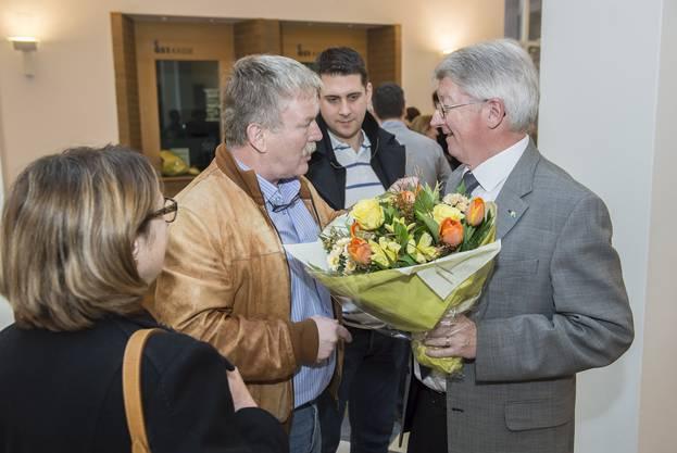 Jean-Pierre Balbiani (SVP) nimmt Gratulationen entgegen