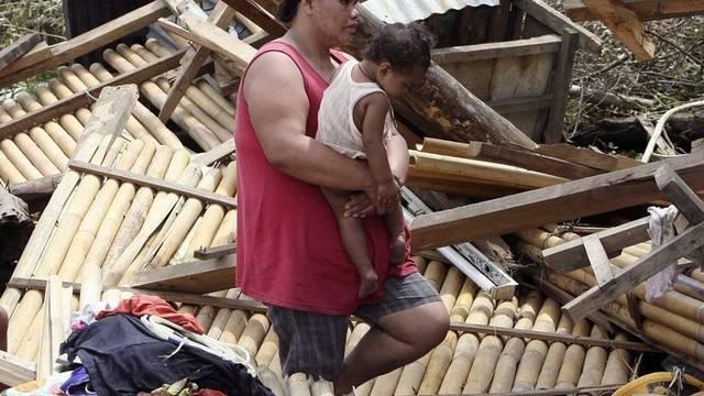 Taifun hinterlässt auf den Philippinen viele zerstörte Häuser