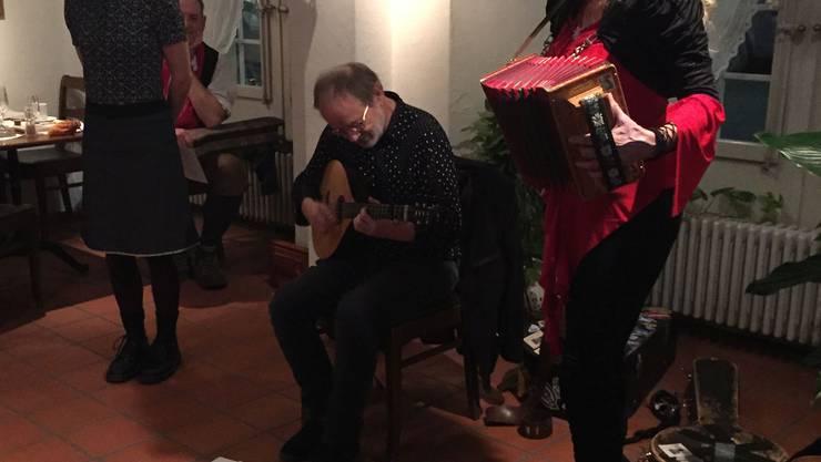 Das ad hoc zusammengewürfelte Ensemble unterhielt die Gäste im Gasthaus Waag in Bad Zurzach bestens.