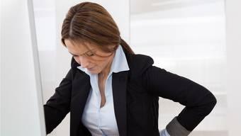 Studien zeigen: Bei chronischen Rückenschmerzen hat das Hirn den körperlichen Schmerz übernommen.