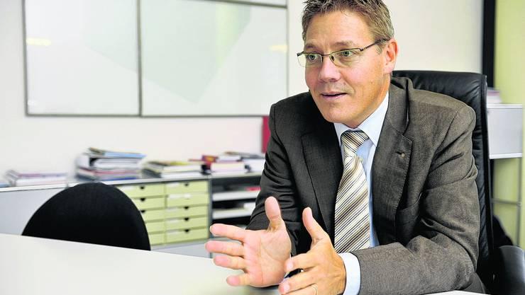 Ein geordnetes Leben Roland Fürst, 48, an seinem Arbeitsplatz in der Solothurner Handelskammer. (Oliver Menge)
