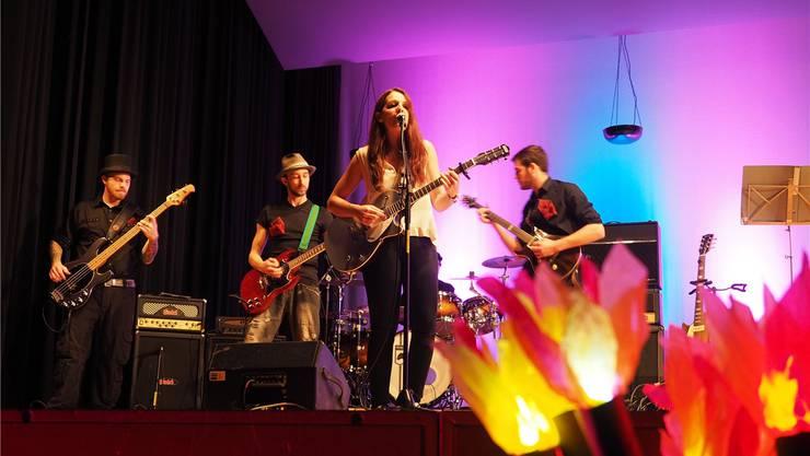 Die Band Pure begeisterte mit Sängerin Jessica. Hans Christof Wagner