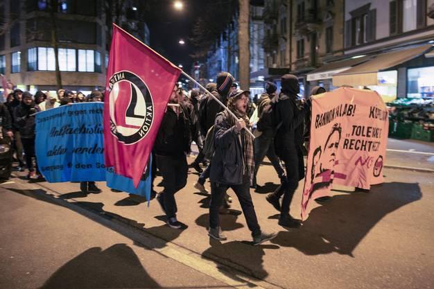 Die Demonstranten wollen ein Zeichen setzen gegen Rassismus, Sexismus und Ausbeutung.