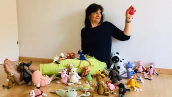 Miriam Fux aus Arni verkauft auf laedelishop.ch ihre gehäckelten und gestrickten Tiere.