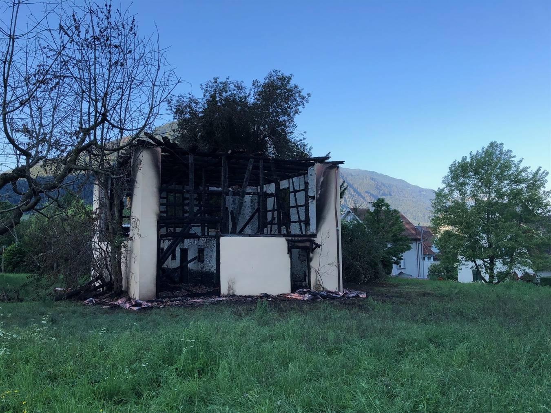 Nur noch eine Ruine - in der Nacht ist das Gebäude ausgebrannt.