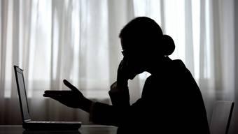 Frauen sind die besseren Telefonbetrüger: Ihre Stimmen klingen für viele Opfer besonders vertrauenserweckend.