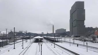 Gepuderter Bahnhof SBB: Einige Verbindungen fielen aus.