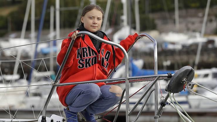 Vor der Abfahrt in Plymouth: Greta Thunberg posiert auf der Hochseejacht «Malizia II».