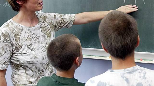 Lehrerverband für Lohnerhöhung (Archiv)