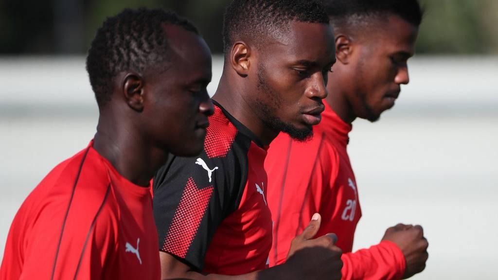 Die senegalesischen Fussballspieler Adama Mbengue, Diafra Sakho, und Keita Balde während einem Training.