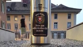 «Helvetic Brothers» plakatieren in Aarau
