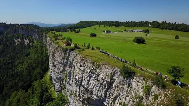 Leserwandern 2017: Die 3. Etappe führte auf 3 Routen zur SAC-Hütte auf dem Grenchenberg – mit wunderbarer Aussicht auch aus der Luft!