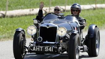 Auf der Rückfahrt ins Fahrerlager nach erfolgreichem 3. Lauf: Ruedi Siegrist und der AZ-Reporter im Riley 2 Seater Sport, Jahrgang 1934.