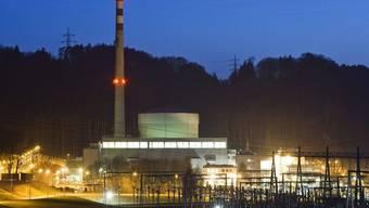 Blick auf das AKW Mühleberg - die BKW ist Eigentümerin und Betreiberin des Kraftwerks (Archiv)