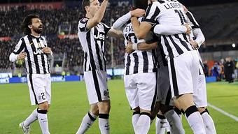 Auswärtssieg für Juventus (links im Bild Stephan Lichtsteiner)