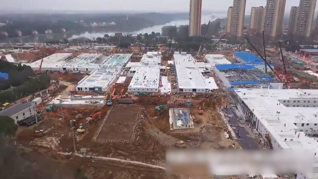 Hier wird das Notspital in Wuhan aus dem Boden gestampft