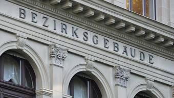Der 61-jährige Chirurg, der mehrere Frauen mit Charme und Lügengeschichten um viel Geld gebracht hat, wurde vom Bezirksgericht Winterthur zu einer Gefängnisstrafe von 44 Monaten verurteilt. (Symbolbild)