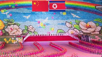 Massendarbietungen sollen den chinesischen Präsidenten während seines Besuches in Nordkorea unterhalten.
