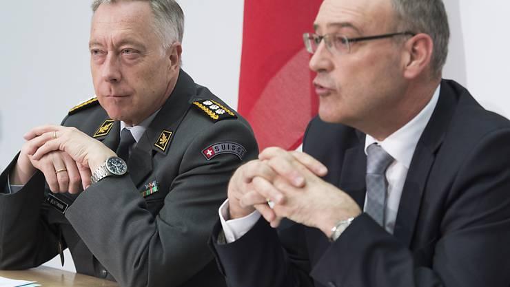 Bundesrat Guy Parmelin, rechts, und Armeechef André Blattmann.
