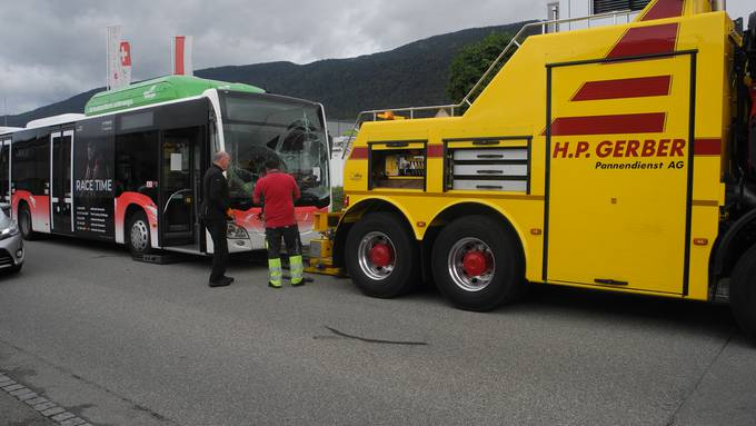 Der Bus musste vom Abschleppdienst geborgen werden