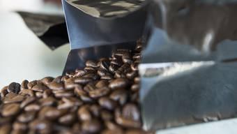 Der Vorschlag des Bundesrates, die Pflichtlager für Kaffee aufzuheben, stösst in der Schweizer Kaffeebranche sauer auf. (Themenbild)